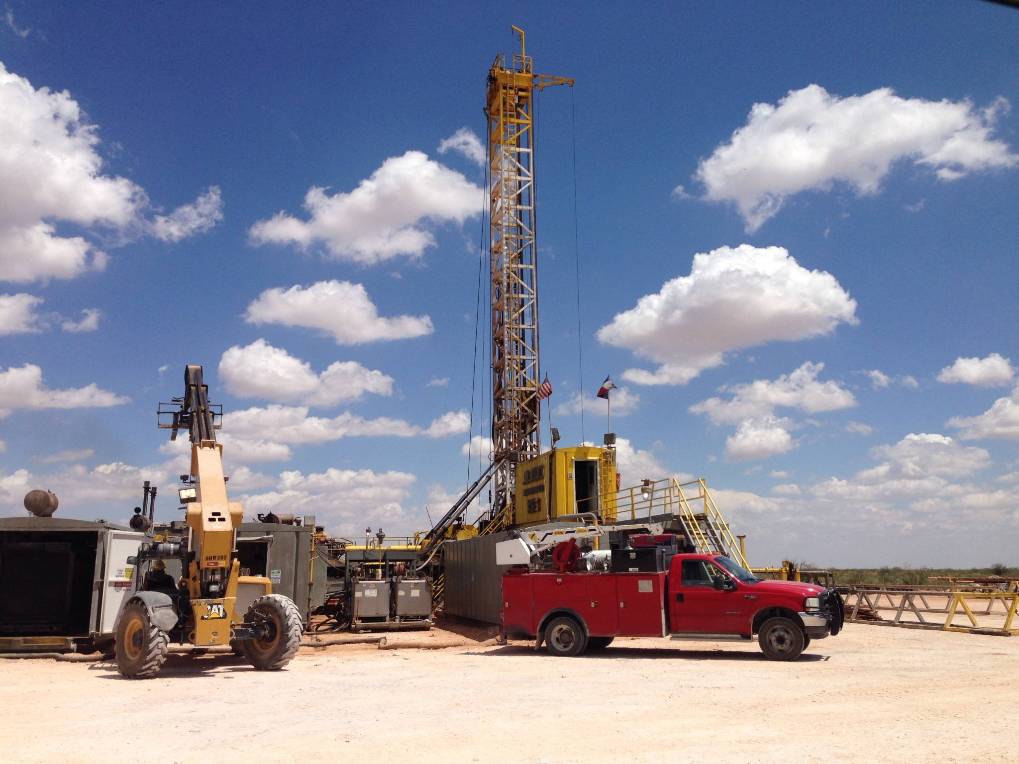 Roustabout In Midland And Kenedy Tx: GM Oilfield & Trucking Services